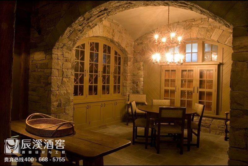 别墅酒窖设计与工程案例-品酒区原生态风格